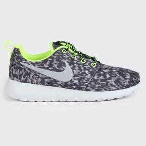 Nike Women's Roshe Run   Gray/Black/Green